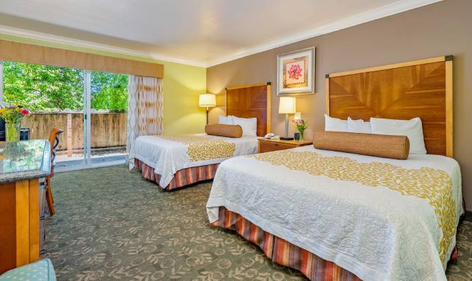 STAY COMFORTABLY IN THE ALOHA INN WITH FAMILY AND FRIENDS