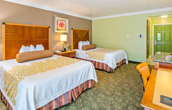 Aloha Inn - 2 Queen Handicap Room